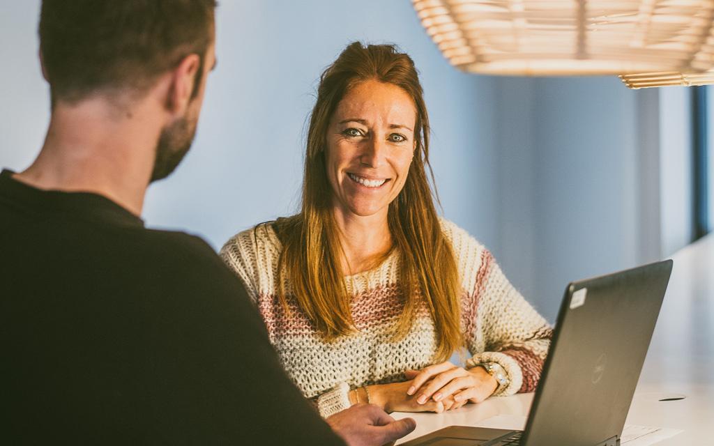 Een administratieve medewerker van Fluvius, employer value proposition